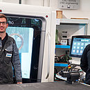 AUMA trainer Niklas Meyer (left) with Amon Reinhardt (right), one of the mechanical engineering apprentices at AUMA, in front of the new CNC 5-axis milling machine in AUMA's apprenticeship workshop.